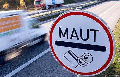 Soll mit der geplanten neuen Lkw-Maut gegenverrechnet werden  - Rostock, APA (dpa)