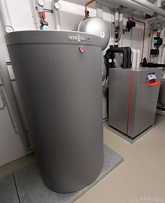 Eine Wärmepumpe und ein Energiespeicher  - Göppingen, APA/dpa
