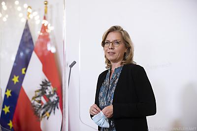 Umweltministerin Leonore Gewessler   ++ WIR WEISEN AUSDRÜCKLICH DARAUF HIN, DASS EINE VERWENDUNG DES BILDES AUS MEDIEN- UND/ODER URHEBERRECHTLICHEN GRÜNDEN AUSSCHLIESSLICH IM ZUSAMMENHANG MIT DEM ANGEFÜHRTEN ZWECK UND REDAKTIONELL ERFOLGEN DARF - VOLLSTÄNDIGE COPYRIGHTNENNUNG VERPFLICHTEND ++  - Wien, BUNDESKANZLERAMT