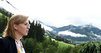 Gewessler plädiert klarerweise für erneuerbare Energien  - Alpbach, APA