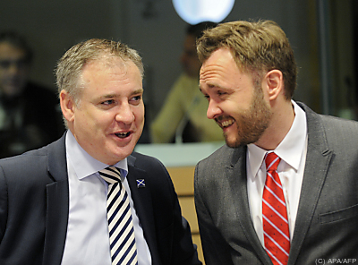 Dänemarks Energieminister Dan Jørgensen (r