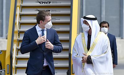 Kurz empfing den Kronprinzen von Abu Dhabi am Flughafen  - Schwechat, APA/HERBERT NEUBAUER