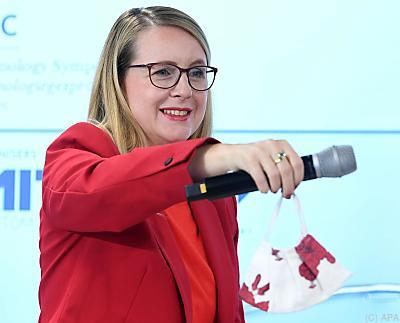 Wirtschaftsministerin Margarete Schramböck in Alpbach  - Alpbach, APA