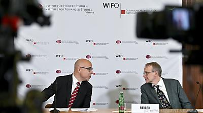 Wifo-Chef Gabriel Felbermayr (L) und Michael Reiter (Leiter IHS-Ökonomie)  - Wien, APA/HERBERT NEUBAUER