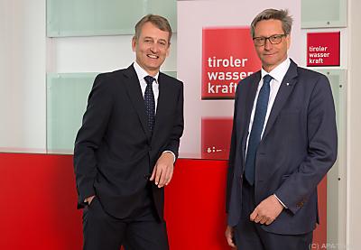 TIWAG- Vorstand Erich Entstrasser mit AR-Chef Reinhard Schretter (re