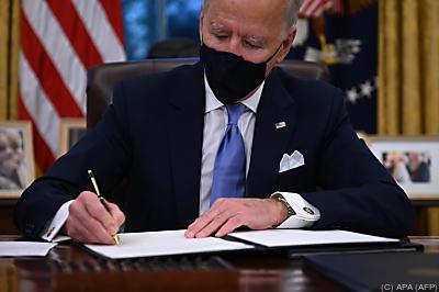 Biden unterzeichnet seine ersten Erlässe  - Washington, APA (AFP)
