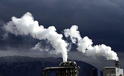 Verbindlicher CO2-Reduktionspfad gefordert  - Salzburg, APA (Gindl)