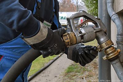 Besonders in Tirol und NÖ wird noch viel mit Öl und Gas geheizt  - Müllrose, APA (dpa-Zentralbild)
