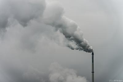 Nur ein Bruchteil der Hilfsgelder fließt in saubere Energie  - Plattling, APA/dpa