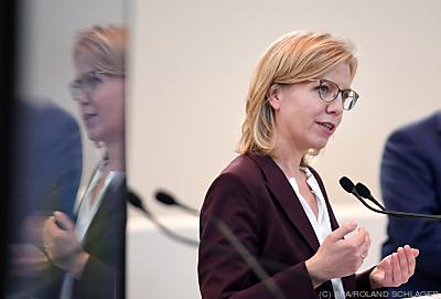Umweltministerin Leonore Gewessler  - Wien, APA/ROLAND SCHLAGER