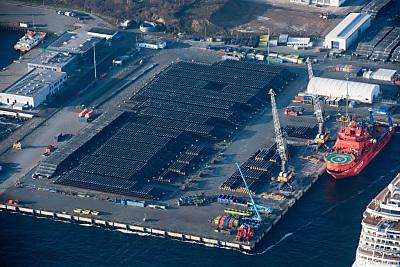 Rohre für die Nord Stream 2 in einem Hafen  - Sassnitz-Mukran, APA/dpa